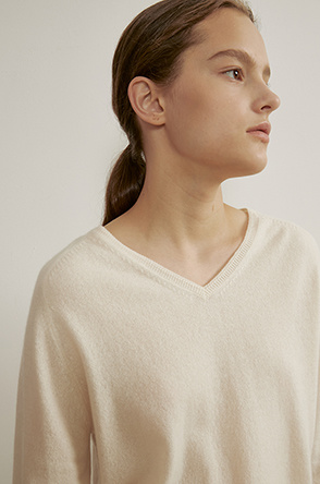 Cashmere V-neck knit top