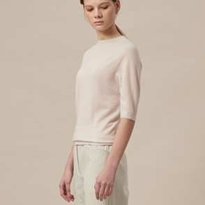 Whole garment half sleeve knit top