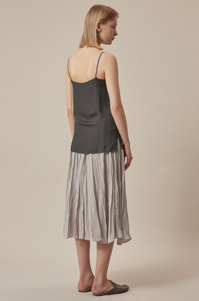 Color piping sleeveless top