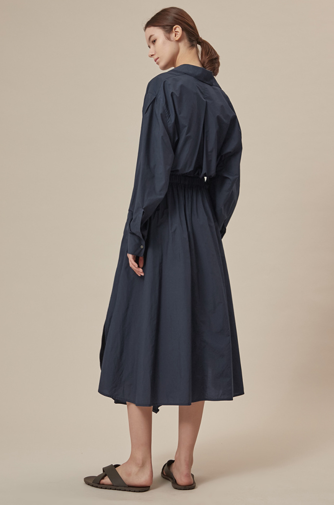 Back banding open collar dress