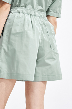 One tuck banding shorts