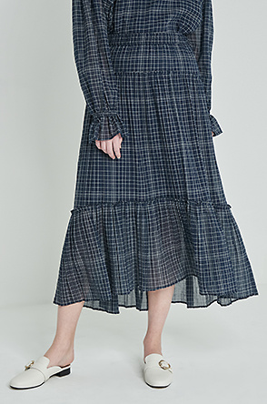 Crinkle check tiered skirt