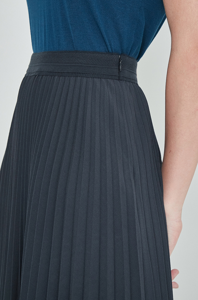Unbalance hem pleats skirt