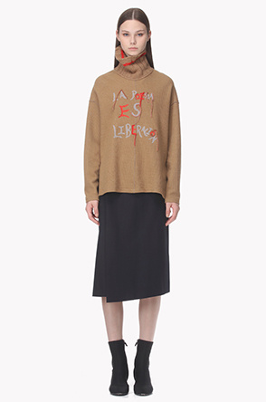 Knit turtleneck front embroidery T shirt