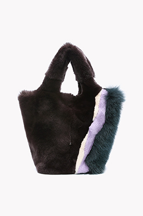 Side fox fur line detail rabbit fur bag