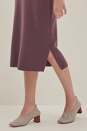 Slit hem knit skirt