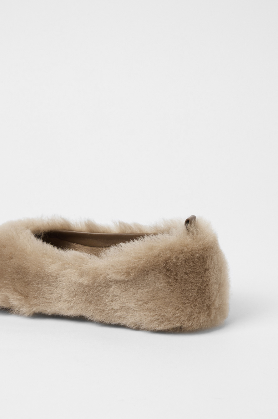 Lambs fur flat shoes