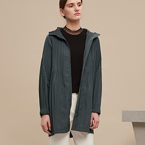Pleats hood jumper