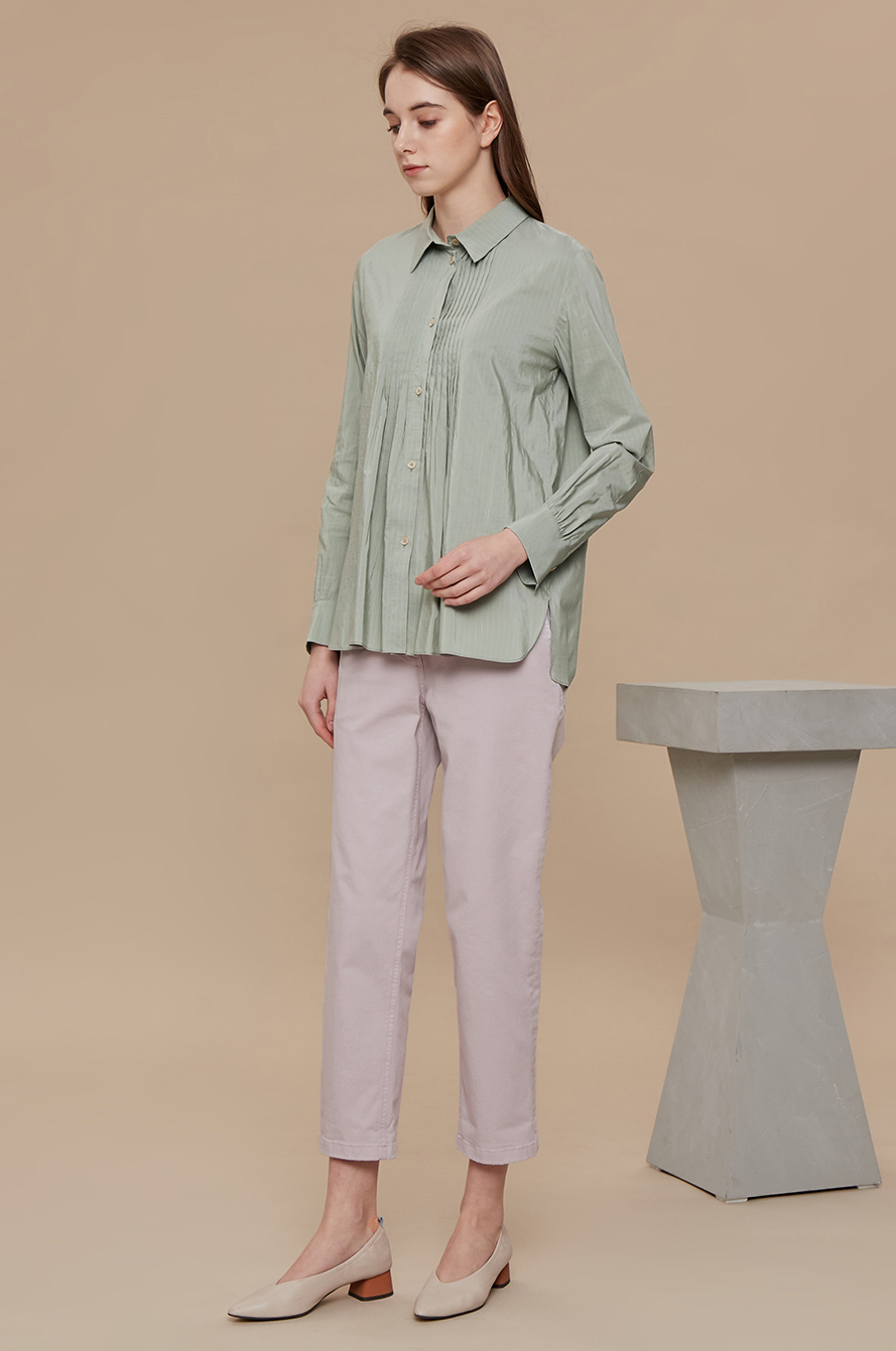 Pin tuck step hem shirt
