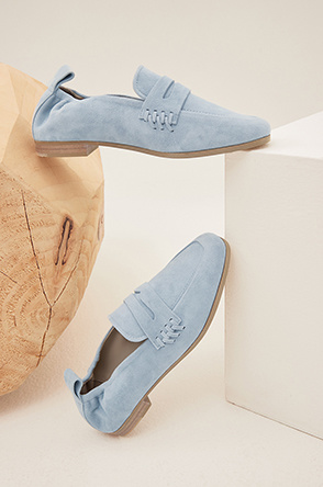 banding suede loafers
