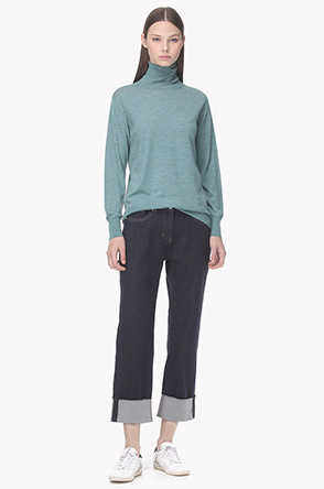 Back rib line turtleneck wool knit sweater