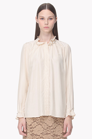 Neck line pearl point blouse