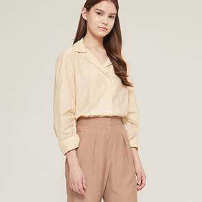 Banding strap open collar shirt