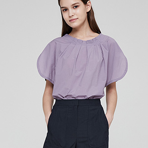 Pleats neck slit top