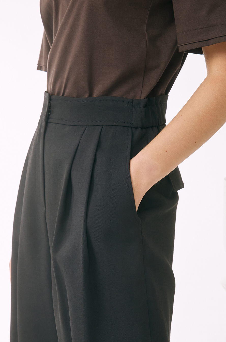 two tuck loose fit pants