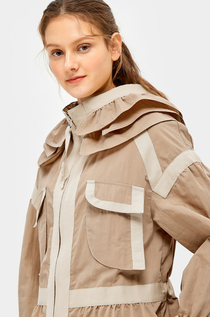 Cape collar taping trench coat