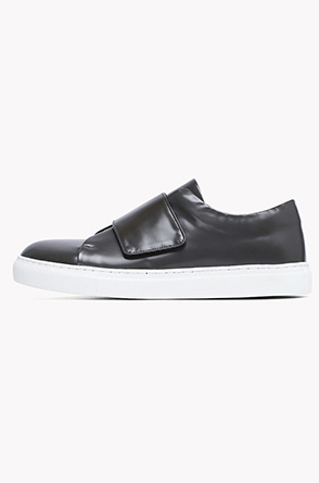 Wide velcro strap leather sneakers