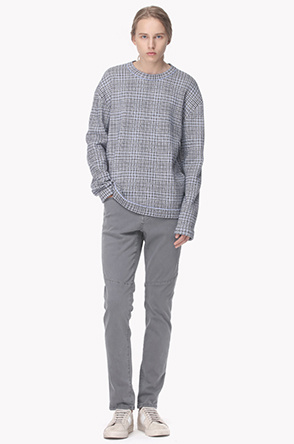 Drop shoulder soft check knit sweater
