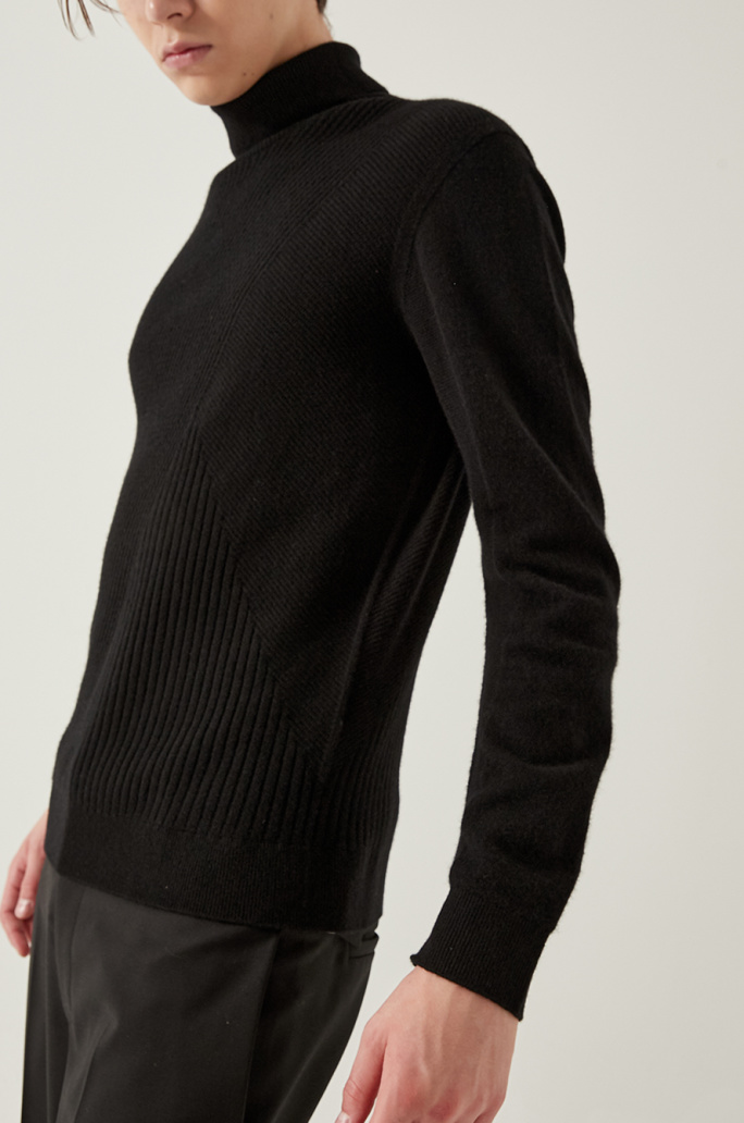 Cashmere turtleneck knit top