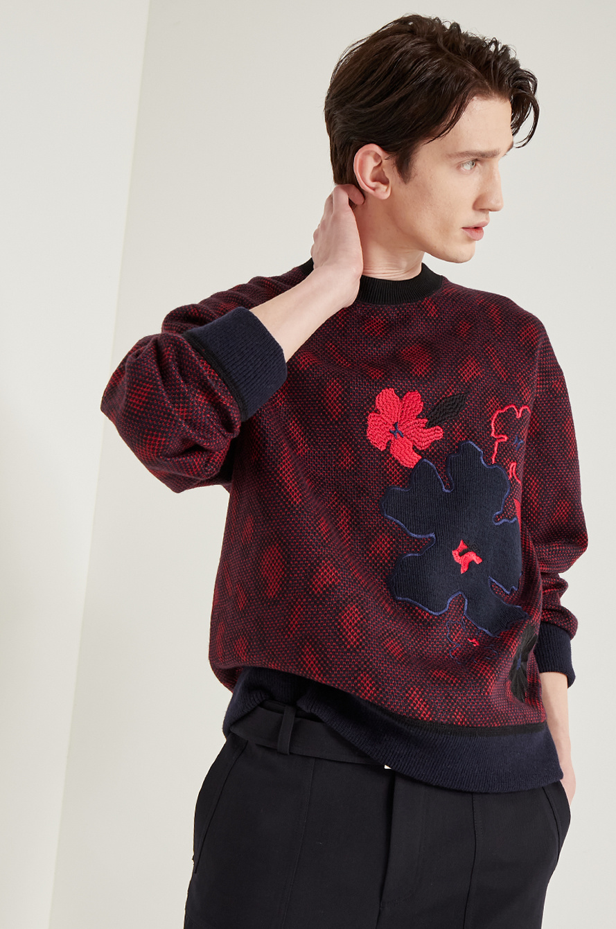 [BTS │ SYSTEM] Floral embroidered t-shirt