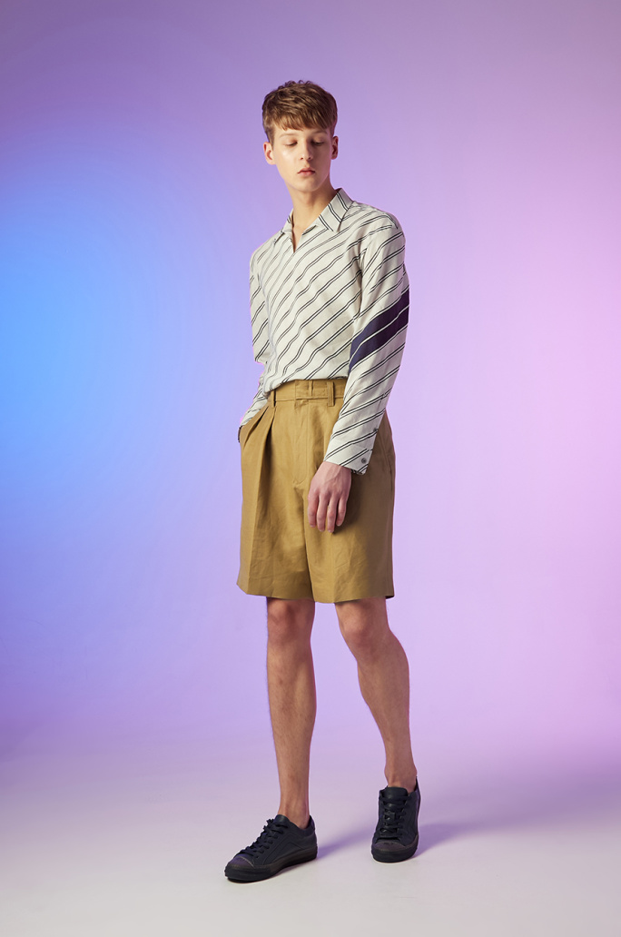 Linen blend two tuck shorts
