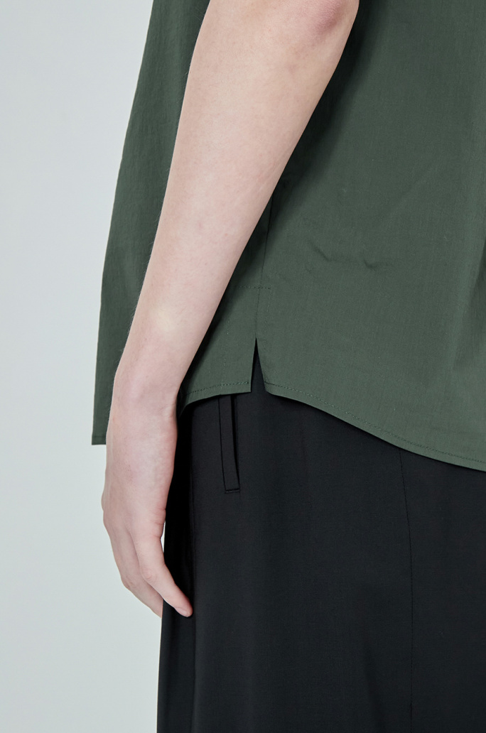 Solid notched neck top