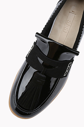 Patent lamb leather tassle loafer