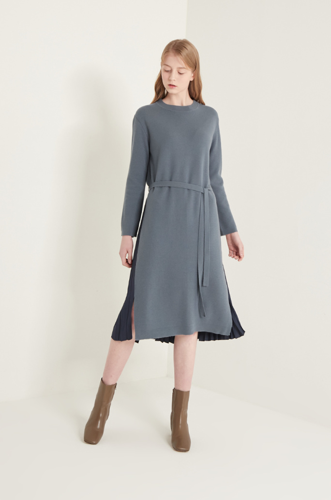 Pleats block knit dress