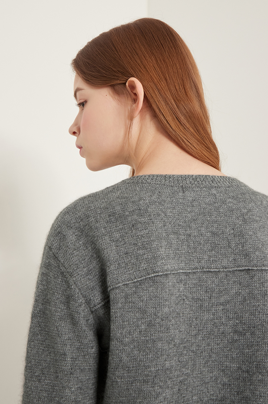 Lettering knit sweater