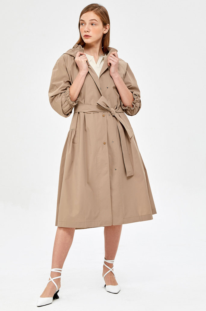 Side shirring hood trench coat