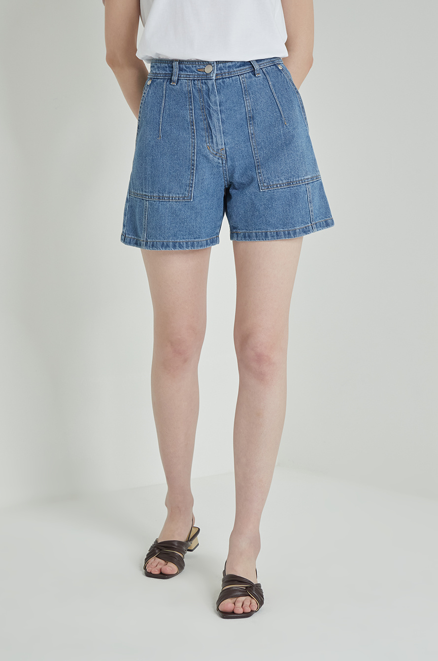 Patch pocket denim shorts