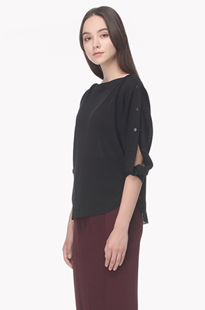 Snap button boat neck knit top
