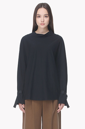 Side collar roll neck T shirt