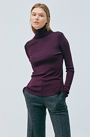 Stretch turtleneck knit top