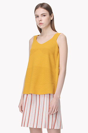 Side button sleeveless knit top