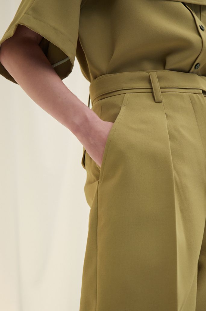 Belted solid shorts
