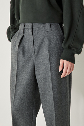Crop tuck pants