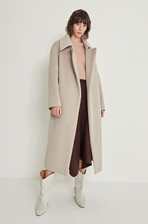Button strap coat