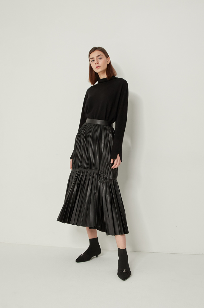 Pleats leather skirt