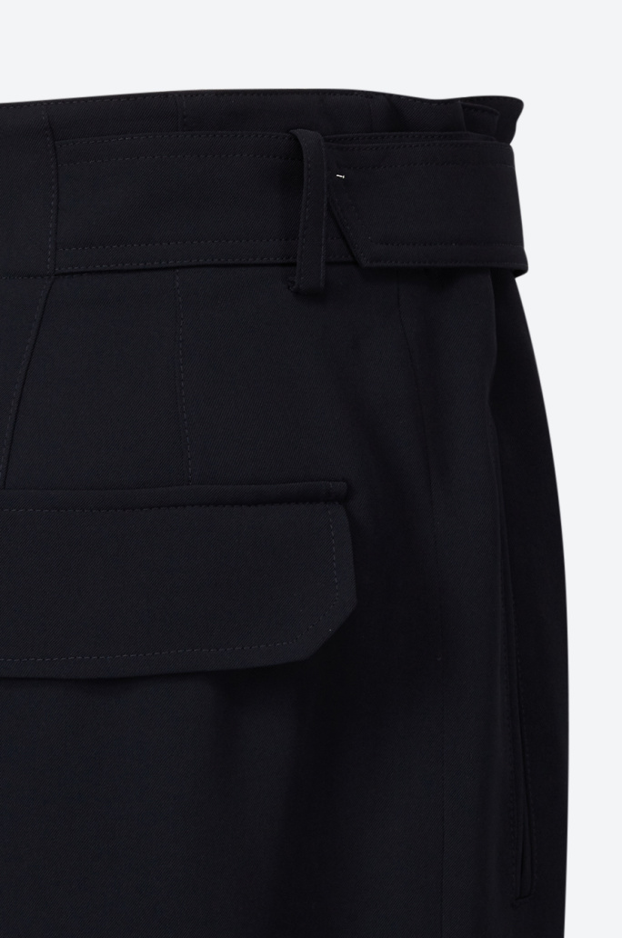 [Editorial] Belted wide pants