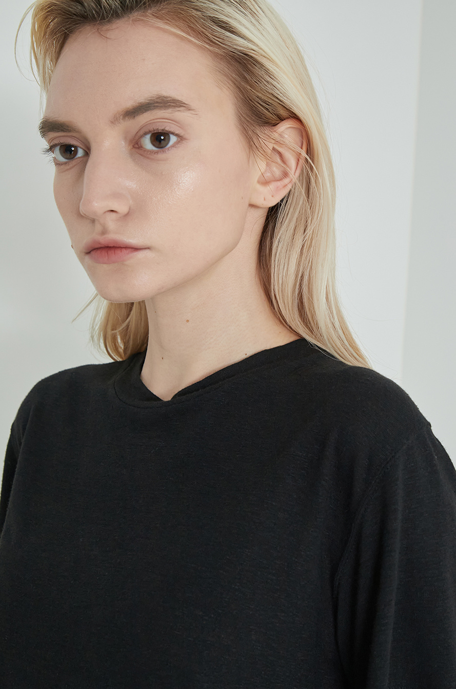 Artwork embroidery t-shirt
