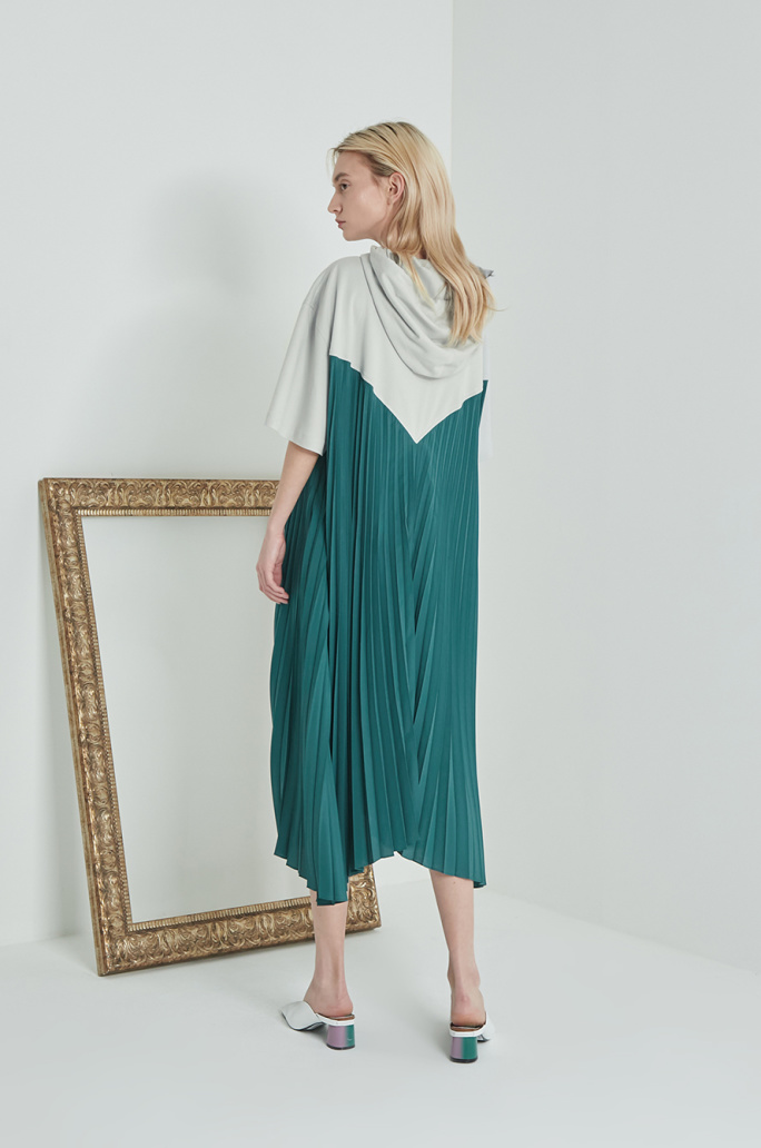 Pleats block dress