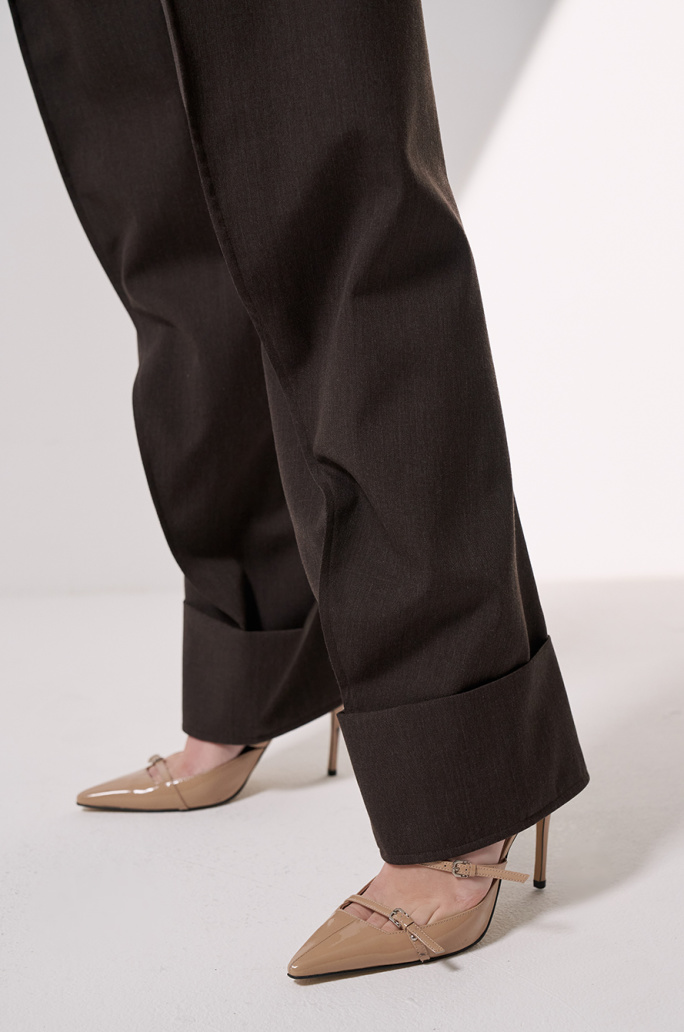 one tuck turn-up pants