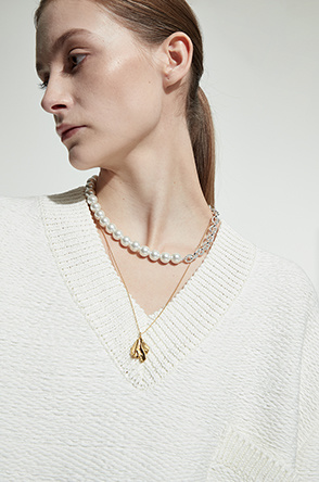 Crease patent necklace