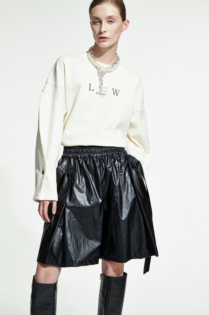 Strap leather shorts