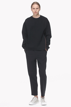 Front side zip sweatshirt
