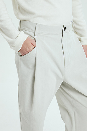 one-tuck stretch pants