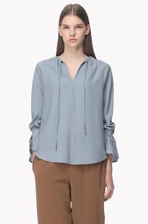 Notched neck shirring point blouse