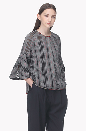 Color yarn check pattern blouse
