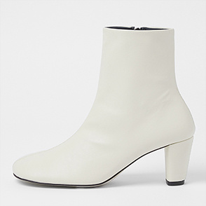 Wide toe ankle boots
